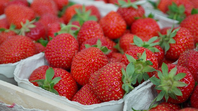 strawberries-823782_640