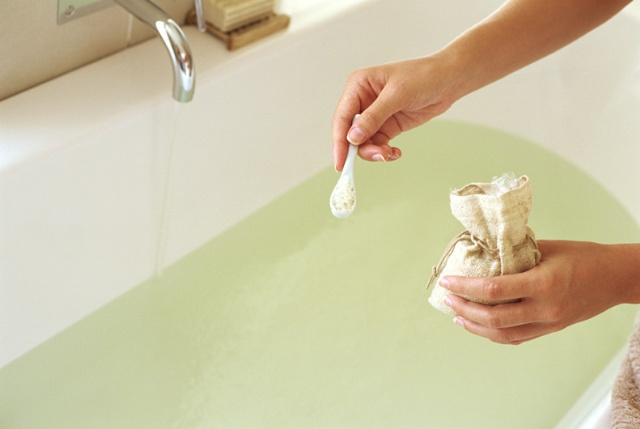 How to Reduce Chemicals in Bath Water Naturally