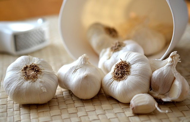 How to Grow an Endless Supply of Garlic Indoors