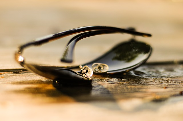 This is What Your Sunglasses Really Do to Your Eyes ( And The Sunglasses Your Should Never Use)