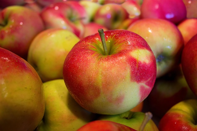 You Are Probably Eating Carcinogenic Apples. This is what you need to know about your apples